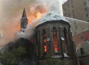 Photo of На Васкрс подметнут пожар у четири православне цркве (видео)