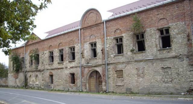 Владичански двор