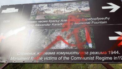 Photo of Ишчупали крст, поцепали државну заставу: Вандали оскрнавили спомен обележје у Лисичјем потоку