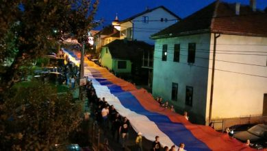 Photo of (ФОТО/ВИДЕО) Пљевља и вечерас бране светиње – тробојка од 150 метара улицама града!