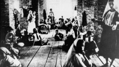 Photo of НАЈПОТРЕСНИЈИ СТИХ СРПСKЕ ИСТОРИЈЕ: Млада Српкиња у усташком логору је својом крвљу исписала ове речи!