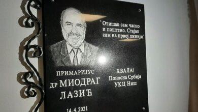 """Photo of Откривена спомен плоча у част доктора Миодрага Лазића. """"Отишао сам часно и поштено…"""""""