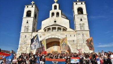 Photo of Радуј се Свети Василије, похвало рода нашег: Колона вјерника кренула према манастиру Острог